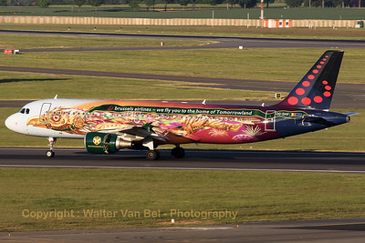 """Brussels Airlines Airbus A320-214 (OO-SNF; MSN2810), wearing the splendid c/s """"Tomorrowland"""", touches down on Brussels' RWY01."""