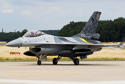 "Belgian Air Force F-16AM (FA-132; cn6H132) - with special c/s to mark the 100th anniversary of 1Sqn ""Stingers"" - on the taxitrack at Geilenkirchen Air Base, during the spottersday for the celebration of ""35 Years NATO E-3A Component""."