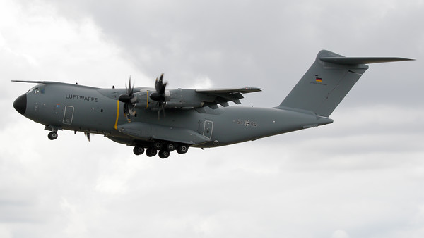 """German Air Force A400M """"Atlas"""" (54+04; msn035) from LTG62, about to land on RWY27 at Geilenkirchen Air Base, during the spottersday for the celebration of """"35 Years NATO E-3A Component""""."""