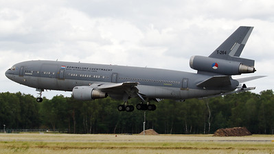 """A Royal Netherlands Air Force tanker  KDC-10-30CF (T-264; 46985/264), about to land on RWY27 at Geilenkirchen Air Base, during the spottersday for the celebration of """"35 Years NATO E-3A Component""""."""