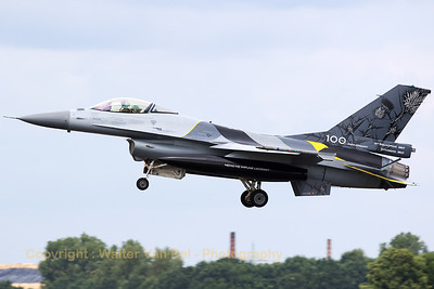 "Belgian Air Force F-16AM (FA-132; cn6H132) - with special c/s to mark the 100th anniversary of 1Sqn ""Stingers"" - on final for RWY27 at Geilenkirchen Air Base, during the spottersday for the celebration of ""35 Years NATO E-3A Component""."