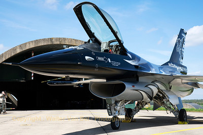 F-16AM (FA-101; cn6H-101), proudly showing the new colours of the Belgian Air Force Solo Display Team. Today, the new demo-jet was presented to the press and some lucky aviation enthousiasts!