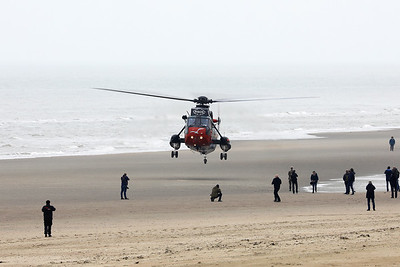 Belgian Air Force Sea King Mk48 (RS05, cnWA835), is seen here prior to landing on the beach of Koksijde for the very last time. The beach is full with enthousiasts and photographers (even close to the landing zone)...