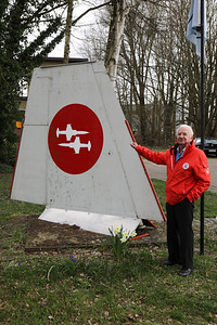 "Palmer De Vlieger, posing next to a Starfighter wing, showing the silhouette of ""The Slivers"" demo-team."