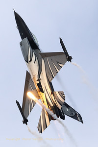 """The """"Dark Falcon"""" F-16AM (FA-101; cn6H-101), piloted by Stefan """"Vador"""" Darte, goes vertical during her magnificient performance at the """"Koksijde Open Door 2019""""."""