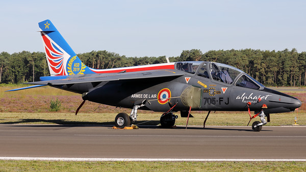This French Air Force Alphajet E (705-FJ; cnE33; F-UGFJ) of EAC00.314, in the c/s of the Alphajet Solo Display, is seen here parked on the taxiway at Kleine Brogel during the spottersday, prior to the Sanicole-Airshow.