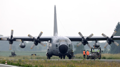 """BAF C-130H (CH-12; msn382-4483), seen arriving on its parking spot (dispersal next to RWY08R), during the BAF """"Anniversary Spottersday"""" at Florennes Air Base."""