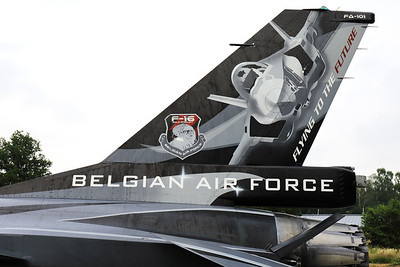 """Tail close-up of the """"Dark Falcon"""" F-16AM (FA-101; cn6H-101), showing a stylish drawing of the F-35 and the wording """"Flying to the future"""", during the BAF Anniversary Spottersday at Florennes Air Base."""