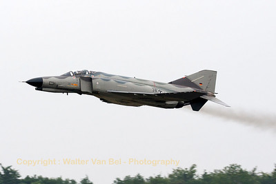 "German Air Force F-4F Phantom II (38+33, cn4429) in ""Norm 81"" retro c/s, performing a phinal stampede, prior to her phinal landing."
