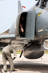 Having phun within a F-4F Phantom II (38+10) from the German Air Force... playing hide and seek ;-)