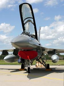 RNoAF_F-16BM_304_6L-4_FLO_ETNG_20070617_CRW_8835_RT8_WVB_900-1200px
