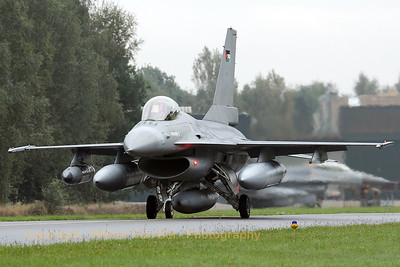 JordanianAF_F-16AM-ex-FA-61_142_cn6H-61_EBBL_20080910_IMG_4610_WVB_1200px
