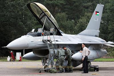 JordanianAF_F-16BM-ex-FB-08_139_cn6J-8_EBBL_20080910_IMG_4576_WVB_1200px
