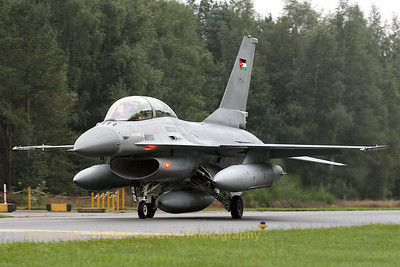 JordanianAF_F-16BM-ex-FB-04_138_cn6J-4_EBBL_20080910_IMG_4606_WVB_1200px