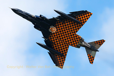 On my way to Wittmund, I was very lucky to wittness a phabulous phly-by of WTD61's F-4F Phantom II (38+13, cn4644) at Leeuwarden Air Base. The F-4F was piloted by Stefan Ritter. Good show, Stefan!! Congrats to the designers of this phabulous c/s! ...and also thanks to Harry Doesburg, who arranged phor this special phly-by!!!