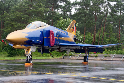 JG71's celebration Phantom, proudly posing for the camera, in her blue & gold c/s (now with full golden nose) , to celebrate 40 years of F-4F Phantom II operations within the German Air Force. Unfortunately, the weather gods didn't play ball during the celabration ;-(