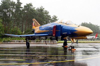 JG71's celebration Phantom (37+01), proudly posing for the camera, in her blue & gold c/s (now with full golden nose) , to celebrate 40 years of F-4F Phantom II operations within the German Air Force. Unfortunately, the weather gods didn't play ball during the celabration ;-(