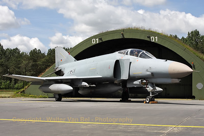 German Air Force F-4F Phantom II (38+29, cn4691), proudly posing in front of its shelter, during the 2012-spottersday at Wittmund.