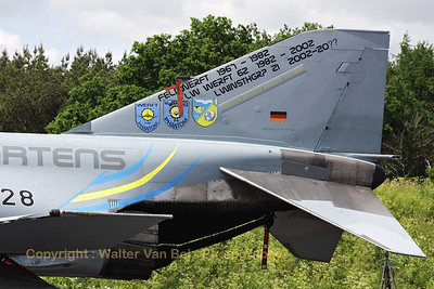 Tail close-up of the last German Air Force F-4F Phantom II that received depot level inspection at the aircraft maintenance facility at Jever. The special c/s also remembers the 45th anniversary of the Luftwaffeninstandhaltungsgruppe 21 (LIG).