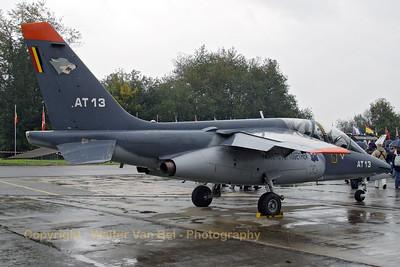 BAF_Alpha-Jet_AT13_cnB13-1039_EBBE_20070927_CRW_10640_WVB_2600px