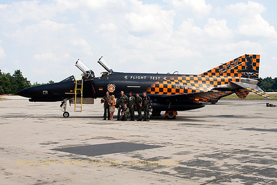"""The crew, after the phinal phlights, in front of WTD61's Phantom """"38+13""""."""