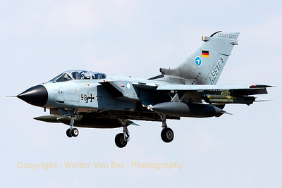 Tornado ASSTA3 test aircraft (98+77, cn574/GS177/4229), on final for RWY25L at Manching.