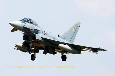 German Air Force Eurofighter EF-2000 Typhoon S (98+07, cnGS029), on final for RWY25L after another test-flight at Manching.