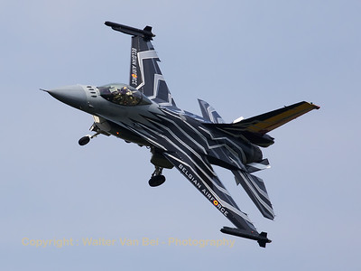"Belgian Air Force F-16 Solo Display (FA-123; cn6H-123), piloted by Cdt Tom ""Gizmo"" de Moortel - on final for RWY23R, prior to a touch-and-go - during his display at KB on Belgium's National Day."