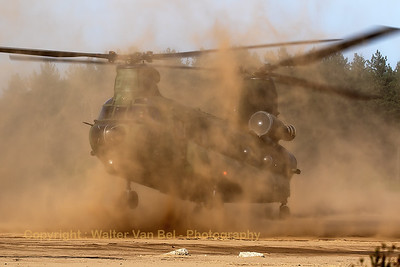 "RNLAF Boeing-Vertol CH-47D Chinook (D-102; cnM4102/NL009), practising ""brown-out""-landings at GLV5."