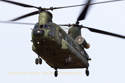 "RNLAF Boeing-Vertol CH-47D Chinook (D-102; cnM4102/NL009), approaching the landing zone at GLV5 for a practise ""brown-out""-landing."