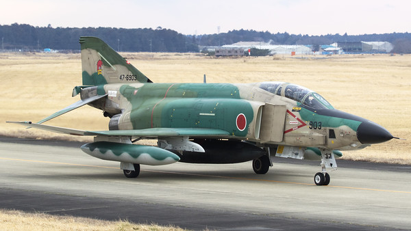 JASDF RF-4E (47-6903; cn4574) from 501 Hikotai, on the taxiway and returning to the platform on completion of another recce-mission. The 501st Tactical Reconnaissance Squadron is a squadron of the Japan Air Self-Defense Force based at Hyakuri Air Base (Ibaraki Airport) in Ibaraki Prefecture, Japan.