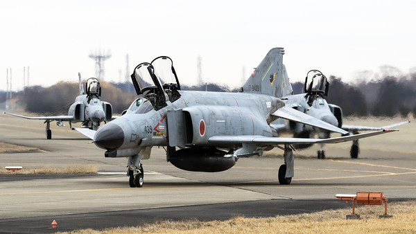 JASDF F-4EJ-KAI (17-8439; cnM139) and two other Phantoms from 301 Hikotai (Frogs), heading out to the active runway at Hyakuri, at the start of another training session.