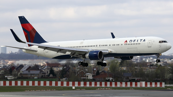 This Delta Air Lines Boeing 767-332/ER (N184DN; msn27111) is seen here prior to landing on RWY01 at Brussels Airport.