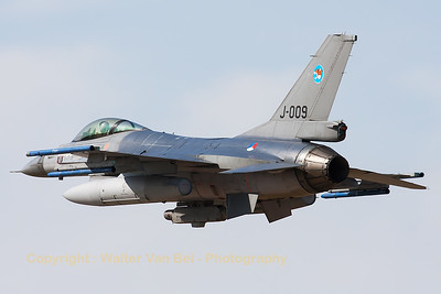 "A Royal Netherlands Air Force F-16AM (J-009; cn:6D-165) from 313 Tiger Sqn based at Volkel AFB, performing a low pass over RWY28 at Gilze-Rijen, during the ""GRAS""-organized spottersday."