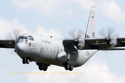 """A Ramstein based USAF C-130J (06-8612; cn382-5621), seen here making some low approaches at Gilze-Rijen, during the """"GRAS""""-organized spottersday."""