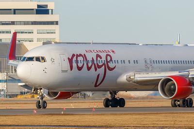 Air Canada Rouge B767-300 (C-FMWQ)_001