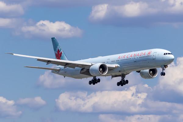 Air Canada B777-300ER (C-FIVR)_Lufthansa A350-900 (D-AIXE)_A0085