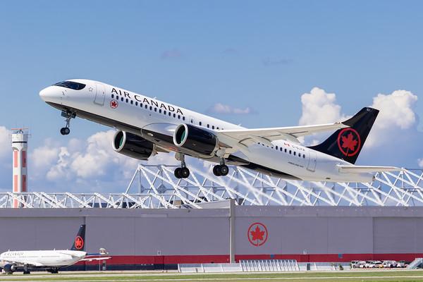 Air Canada A220-300 (C-GJYA)-3_Lufthansa A350-900 (D-AIXE)_A0085