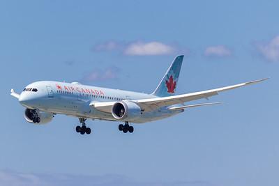 Air Canada B787-8 (C-GHPX)_Lufthansa A350-900 (D-AIXE)_A0085