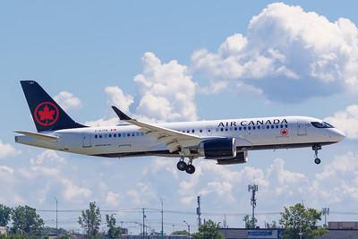 Air Canada A220-300 (C-GJYA)_Lufthansa A350-900 (D-AIXE)_A0085