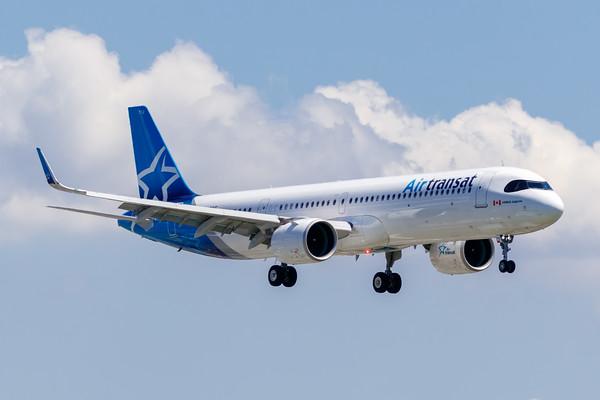 Air Transat A321-200NX (C-GOIF)_Lufthansa A350-900 (D-AIXE)_A0085
