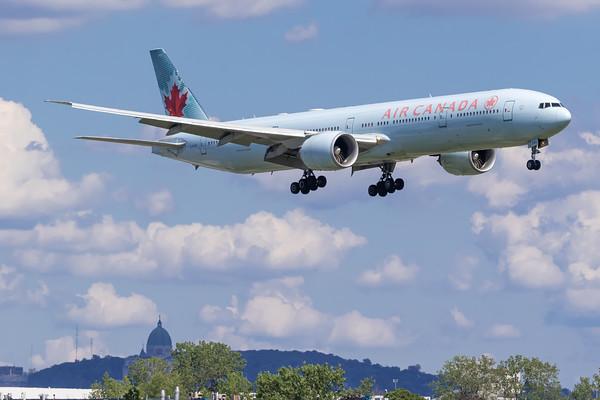 Air Canada B777-300ER (C-FIVR)-2_Lufthansa A350-900 (D-AIXE)_A0085
