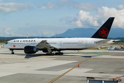 Air Canada B777-200 (C-FNND)