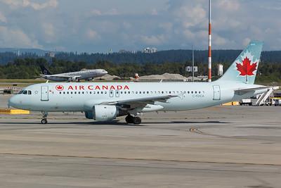 Air Canada A320-200 (C-FDCA)