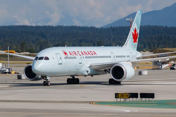Air Canada B787-8 (C-GHPY)