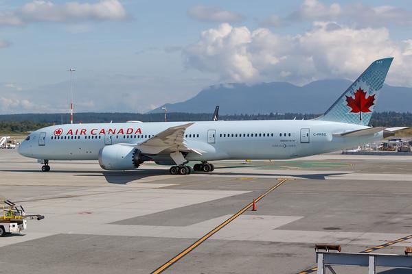 Air Canada B787-9 (C-FRSO)