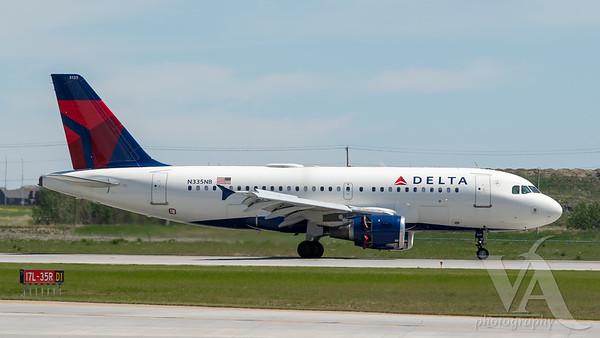 Delta A319-100 (N335NB)
