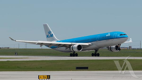 KLM A330-300 (PH-AKF)_1