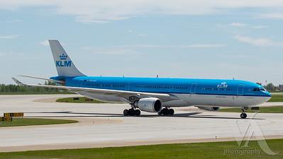 KLM A330-300 (PH-AKF)_2