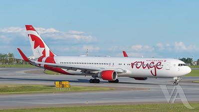 Air Canada Rouge B767-300 (C-FMWQ)_2